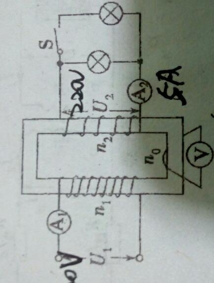 最下面的那个电压表测什么的电压?