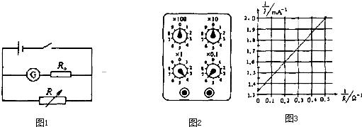 实验骤: 将数字计时通调电门,当光电门光路被切间即开始时,当电门的光路被切断瞬,止计先接通电源,电磁铁小,开始实.断开电磁铁电源,小由静止下落.此时时器显示的时t为小球做自由落体运动通两光电门A、B之间的时间. 图将电门A、B和磁铁装在铁台上,调整它们位置使三者同一条竖直线上.当电铁断电小球后,小球能利通过两个门. 16.有一同学设计如图所的装置来测重加速度. 尺出小球开始下的位置到个光电门中心的距离1h2.根据以上实验作根据运动学公式: