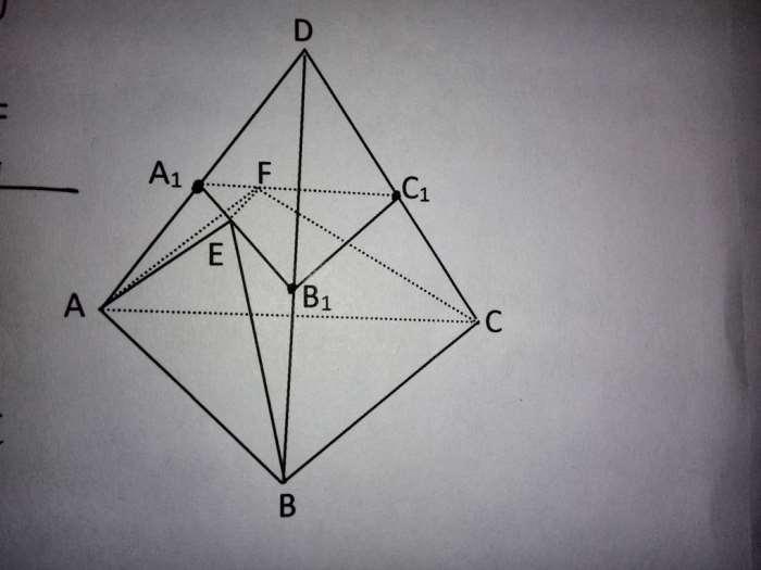 正三棱锥d-abc中,底面三角形abc的面积为4